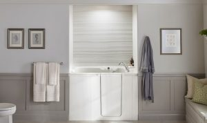 KOHLER Walk-In Bath with VeinCut Dune pattern bath walls.
