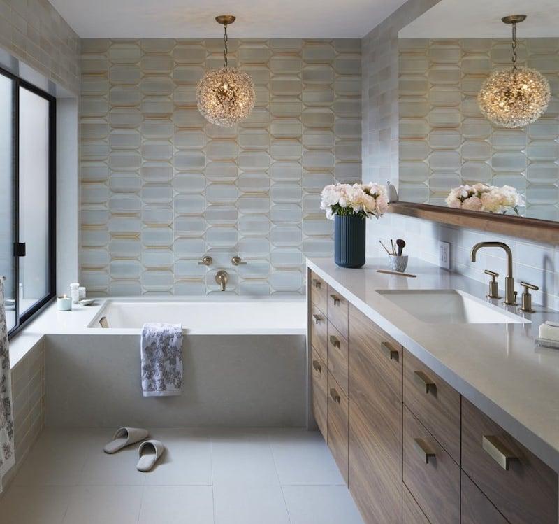 Overhead light above bathtub
