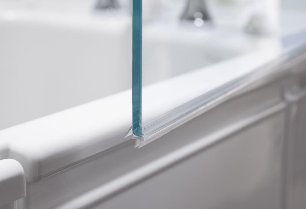 Sleek, frameless design of KOHLER Bath Screen