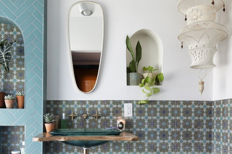 Plant in alcove in tiled bathroom