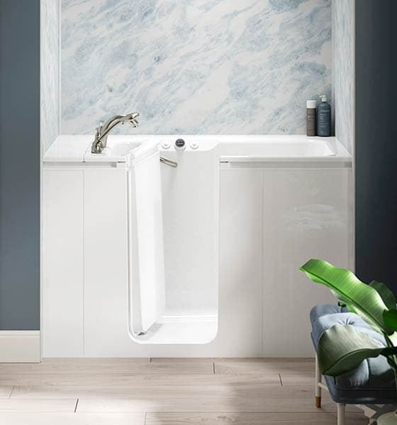 KOHLER Walk-In Bath with Cintilante Bluette Walls
